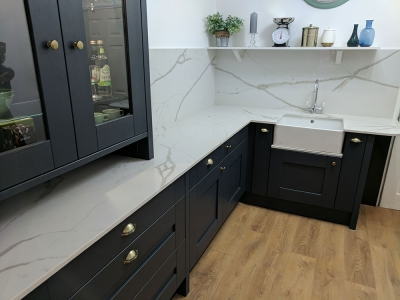 Calacatta Lusso Quartz worktop complementing a Milbourne Shaker Kitchen in charcoal grey